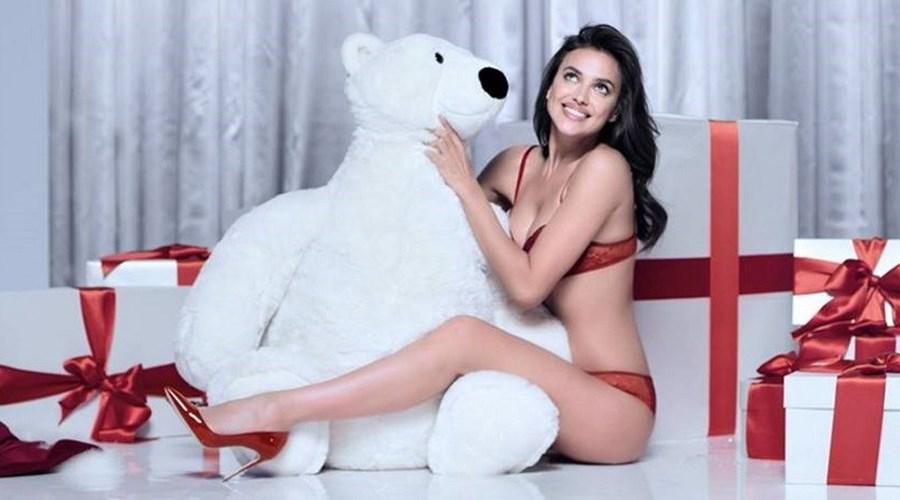 f483bd3cd A coleção de lingerie para o Natal é apresentada por Irina Shayk ...
